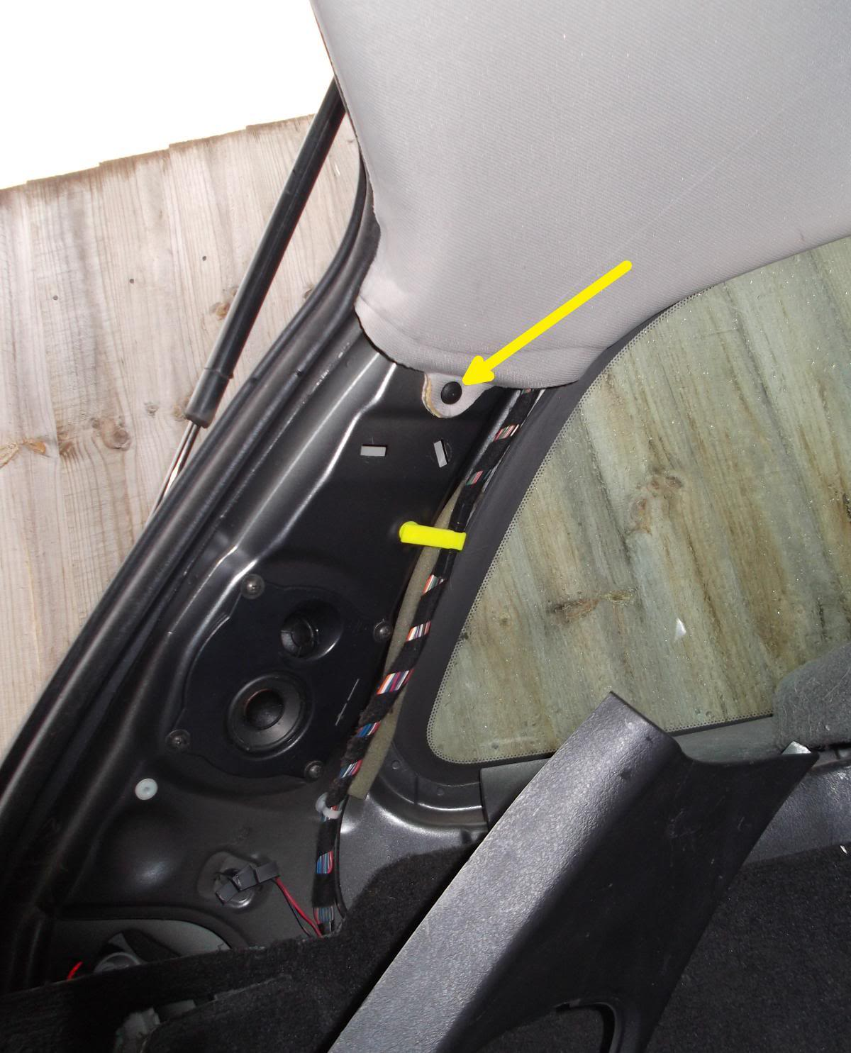 How to replace / install radio aerial - Volvo V40 (1996 - 2004)