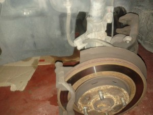 How to replace front brake discs on Volvo S40 V40 3